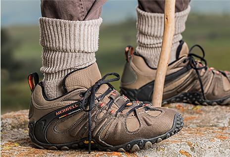 soulier de marche pour des pèlerinages réussis