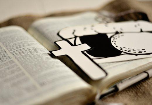 bible et croix